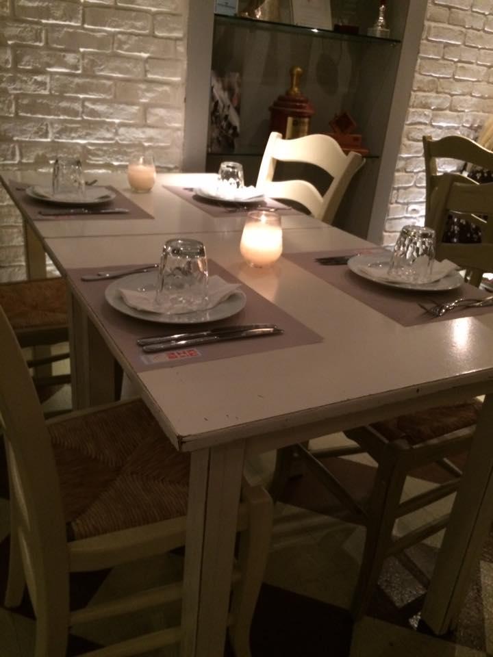 Kuzina, uno dei tavoli