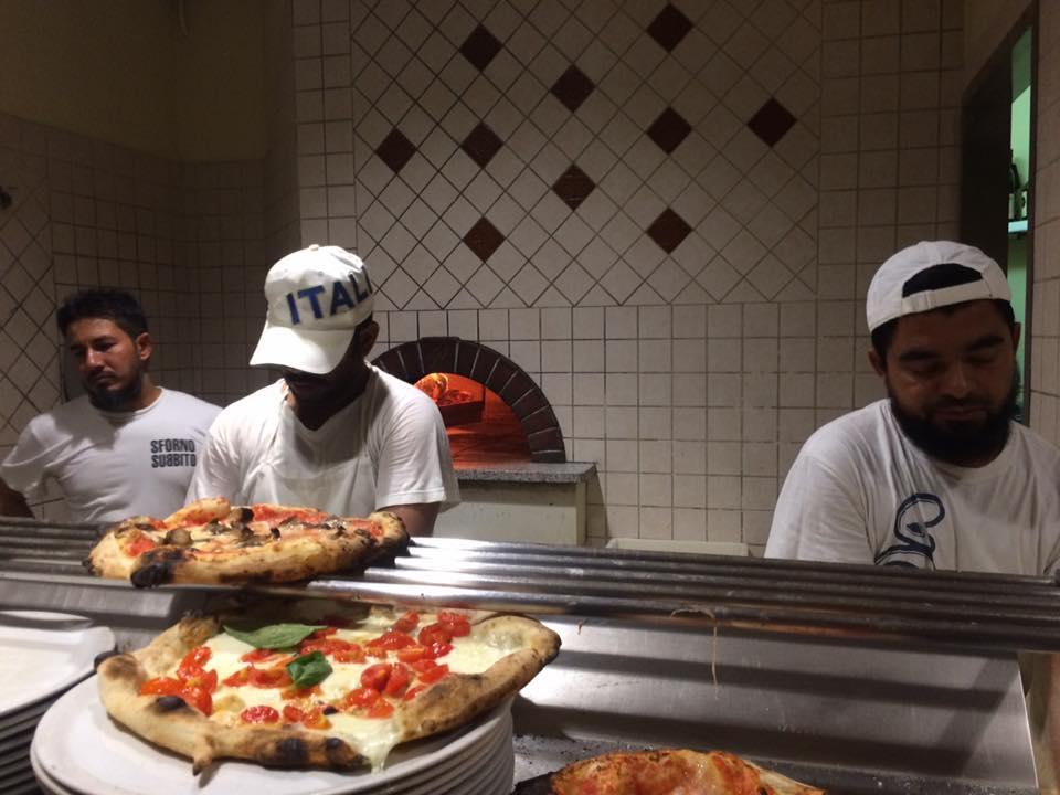 Sforno, pizzaioli al lavoro
