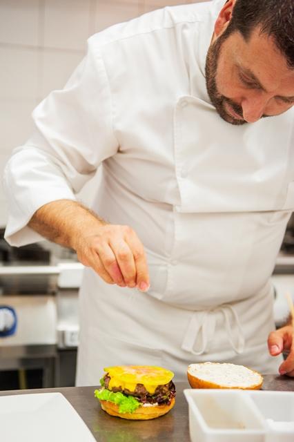 Chef Cravero nel laboratorio di Viterbo