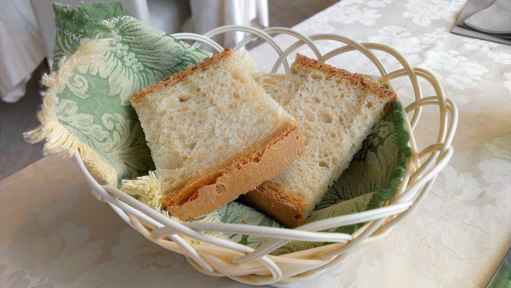 Ristorante degli Olmi - Villetta Barrea AQ – il pane prodotto in cucina