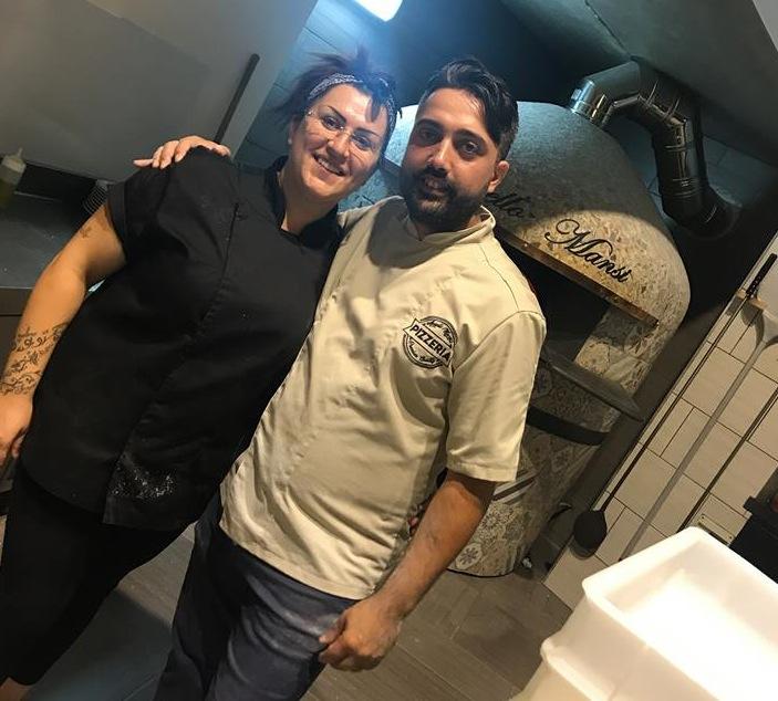 Pizzeria Aniello Mansi, Aniello con la moglie