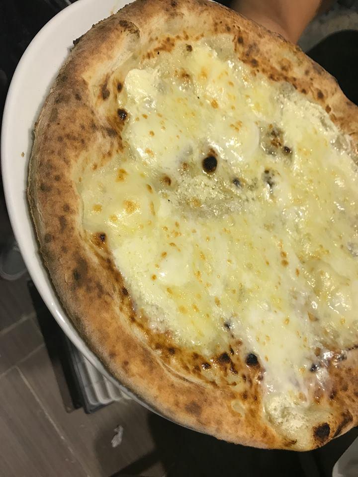 Pizzeria Aniello Mansi, la bianca