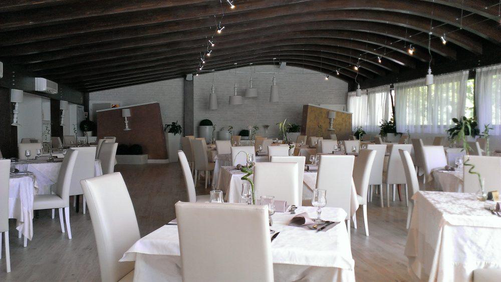 Ristorante degli Olmi - Villetta Barrea AQ – la prima sala con volta in legno