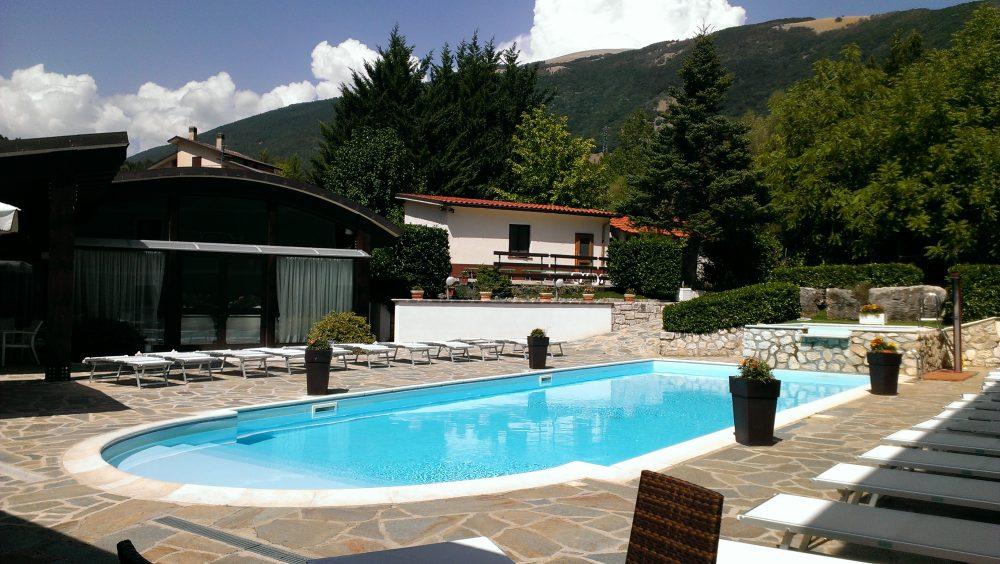 Ristorante degli Olmi - Villetta Barrea AQ – esterno con piscina