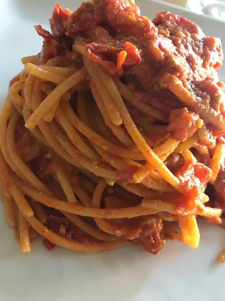 Antares Cafe' - Lo spaghetto con pomodoro e pistacchio