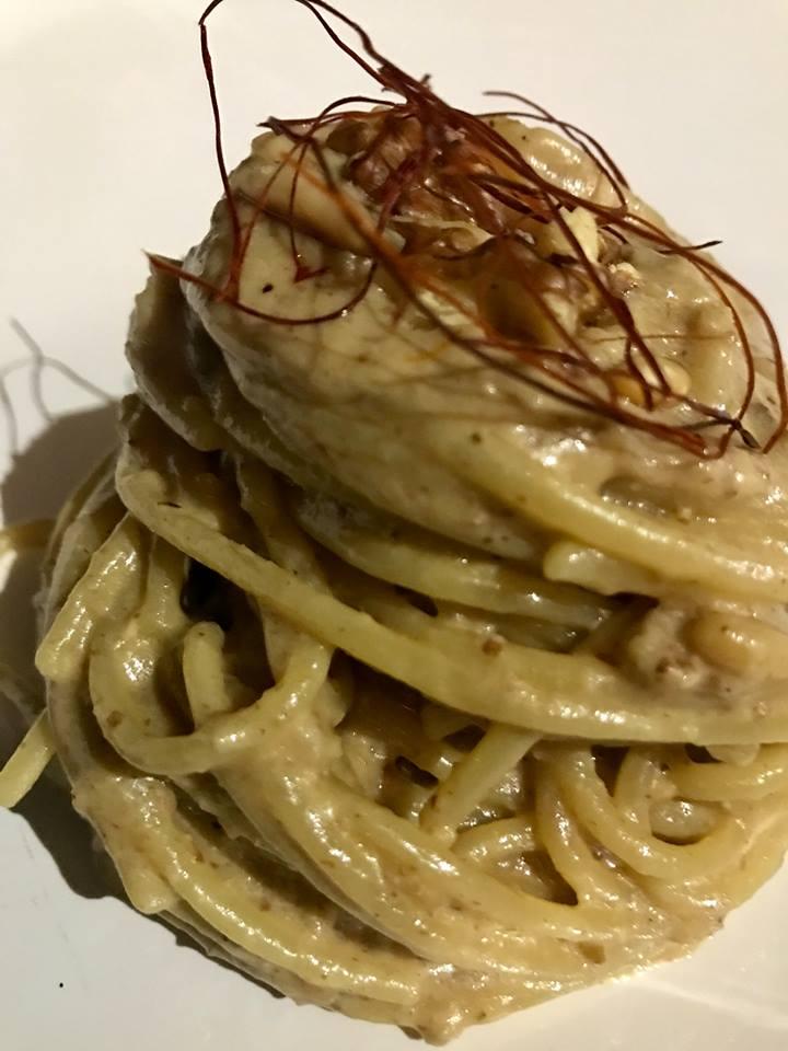La Tonnarella, spaghettoni con noci e pinoli