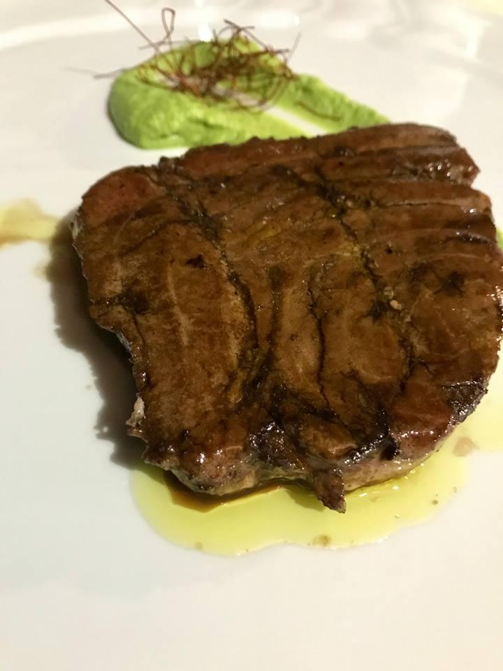 La Tonnarella, bistecca di tonno con crema di zucchine e aceto balsamico