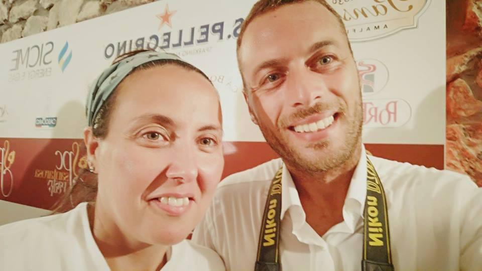 Carmen Vecchione in un selfie con il fotografo ufficiale della manifestazione Emanuele Anastasio