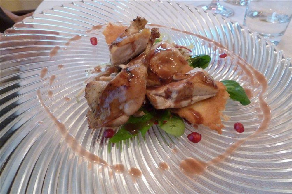 Gianni Sarzano, succulenta carne bianca , insaltina e chicchi di melograno