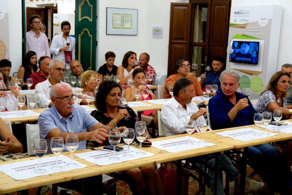Manifestazione, Il mare color del vino