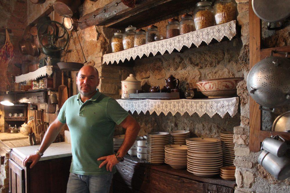Mauro Carrazza nella sua cucina