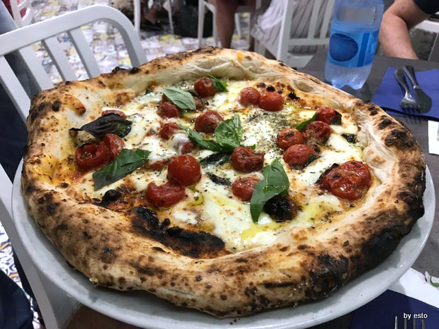 Pizzeria Capri pizza Scarpariello