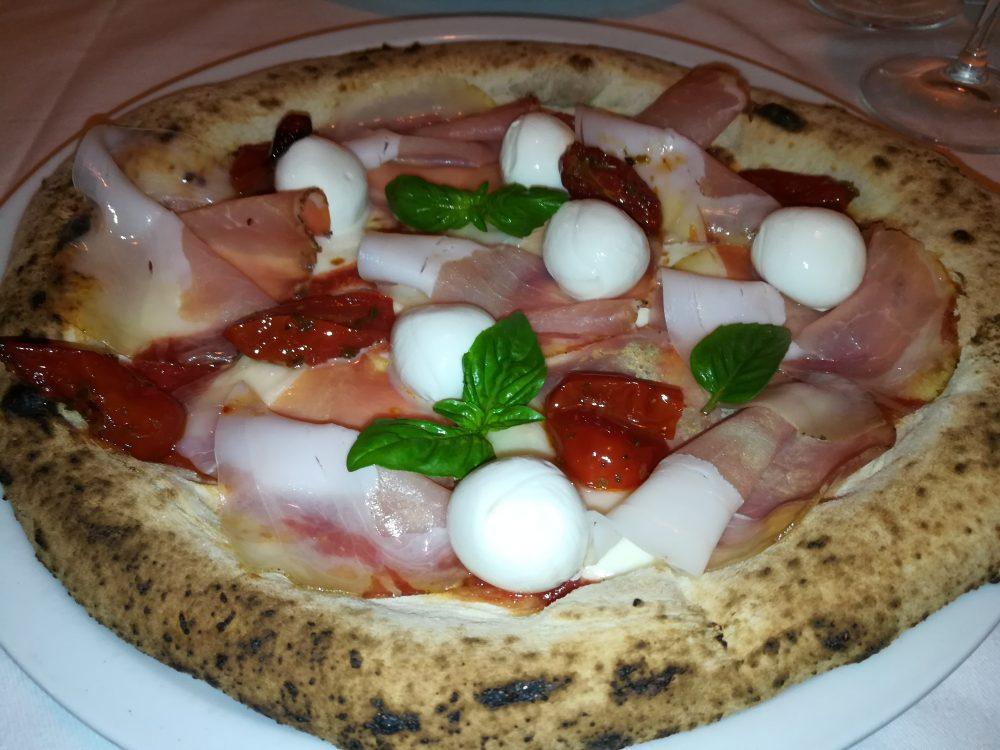 Pizzeria Pomodoro e Basilico - Margherita con filetto lardellato