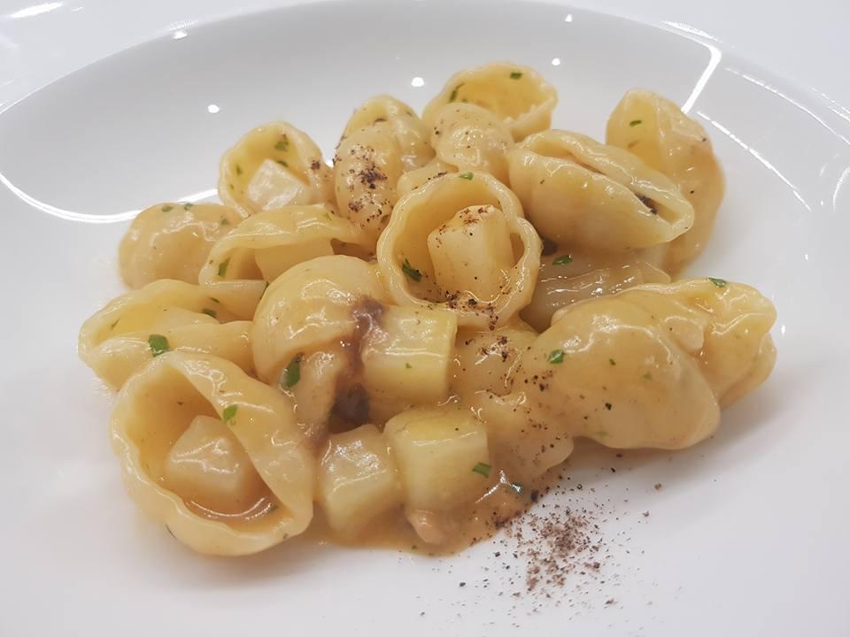 Sea Front Di Martino Pasta Bar - Gnocco Napoletano con patate, battuto di cozze a crudo, bergamotto e bottarga