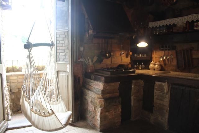 Via Romana Antica Dimora - l'amaca in cucina
