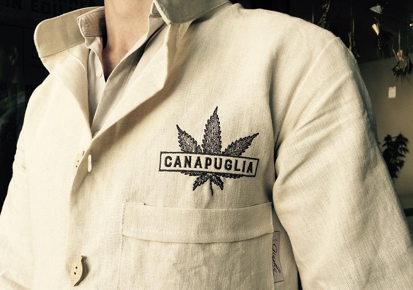 Camicia realizzata in fibra naturale di canapa