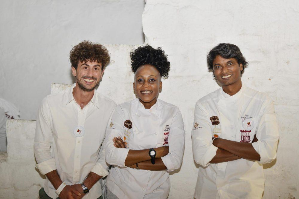 da sinistra Francesco Gioia, Victoire Goloubi e Vinod Sookar, rispettivamente organizzatore e chef protagonisti del Ceglie food festival 2017