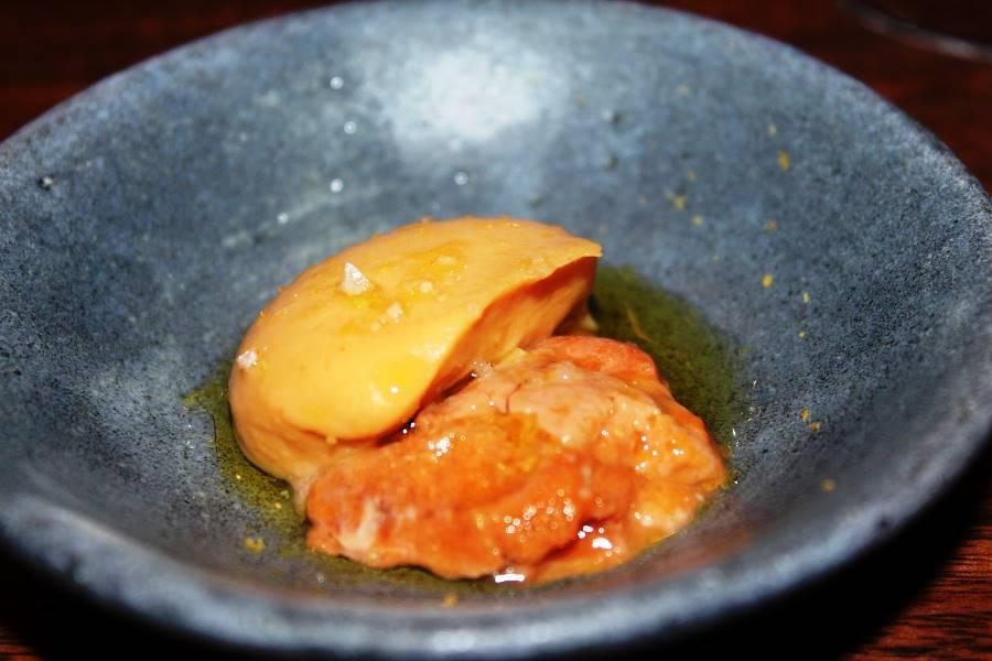 Momofuku ko, ricci di hokkaydo ceci fermentati olio e sale