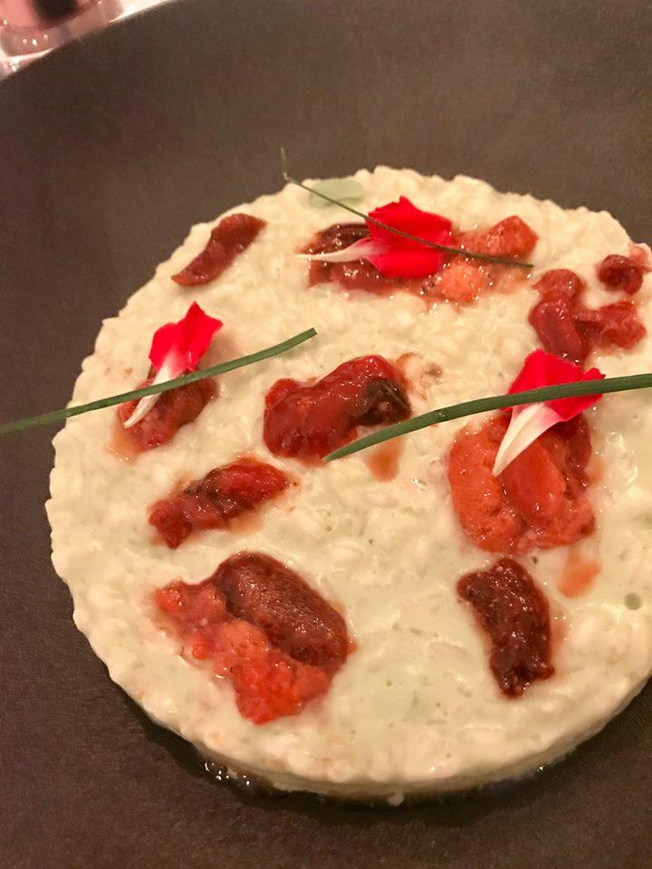 Re Mauri, riso all'olio, aglio e peperoncino con vntresca di tonno e polpa di ricci