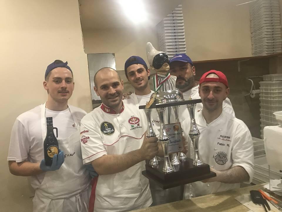 Pizzaria Il Monfortino, la squadra con il Trofeo Pulcinella