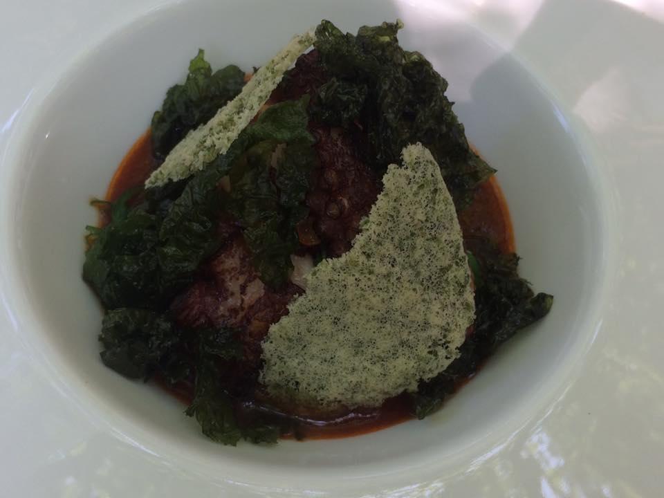 Villa Chiara, polpo arrosto con il suo estratto, alghe e cozze