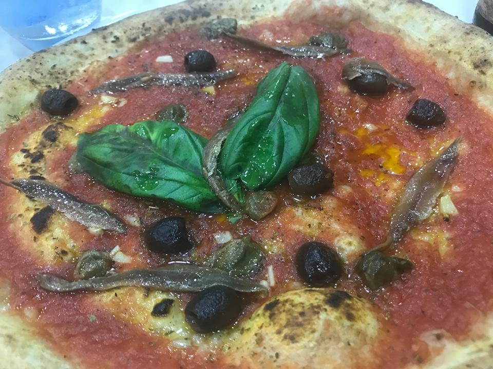 Pizzeria Il Monfortino, marinara con olive e alici