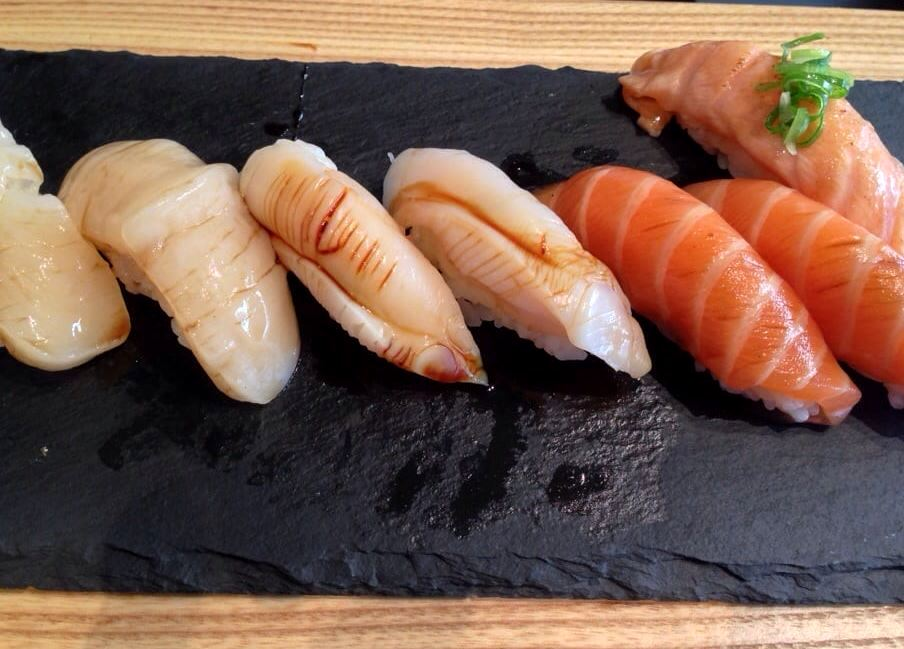 Sushi Sho - Scallop. Whelk, Salmon e Salmon Belly Nigiri