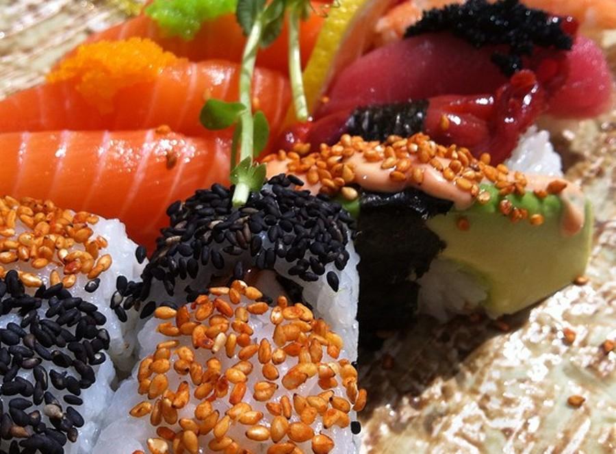 ESA Sushi - Piatti Indistinguibili Nell'Amalgama Di Sapore.......Forse Ancora Roll e Nigiri