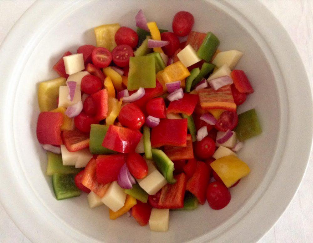 Le verdure crude, se tagliate uniformemente, sembra si trovino meglio