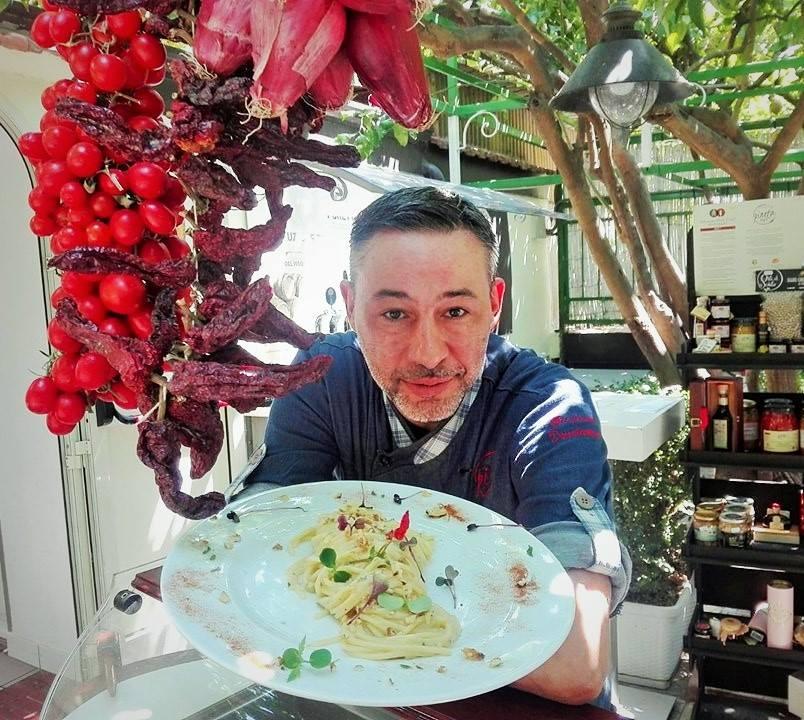 Pineta 1903 - Lo chef Giuliano Donatantonio con il suo piatto, Vermicelloni alla conventuale