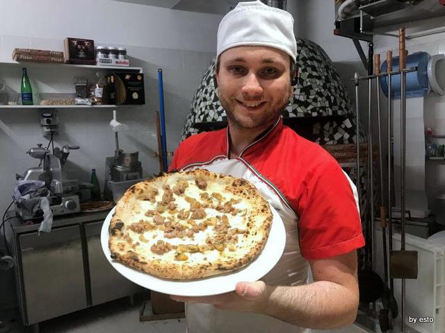 Pizz'Art Ciro D'Avanzo pizza funghi e salsiccia