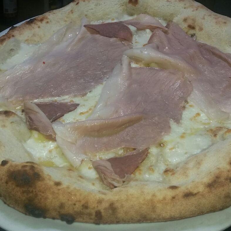Pizzeria Eden, pizza con cotto cilentano