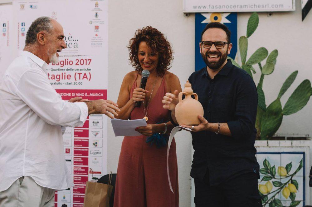 Un momento della premiazione - Credito Fotografico di Roberta Trani per Vino e'…Musica