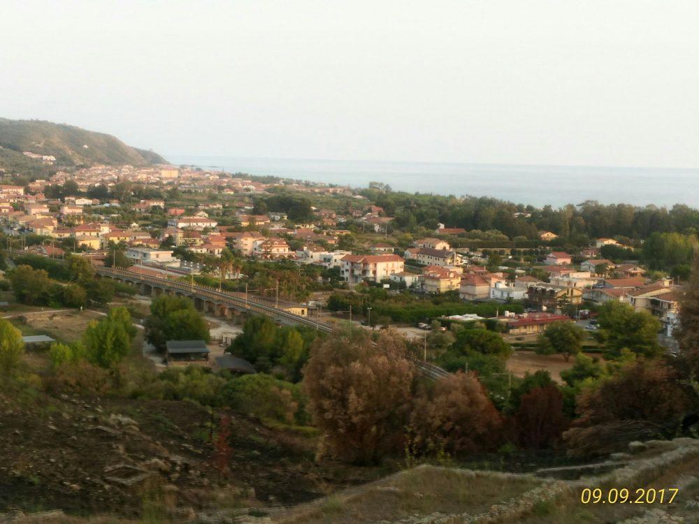 Veduta di Ascea Marina dalla sommita' di Velia