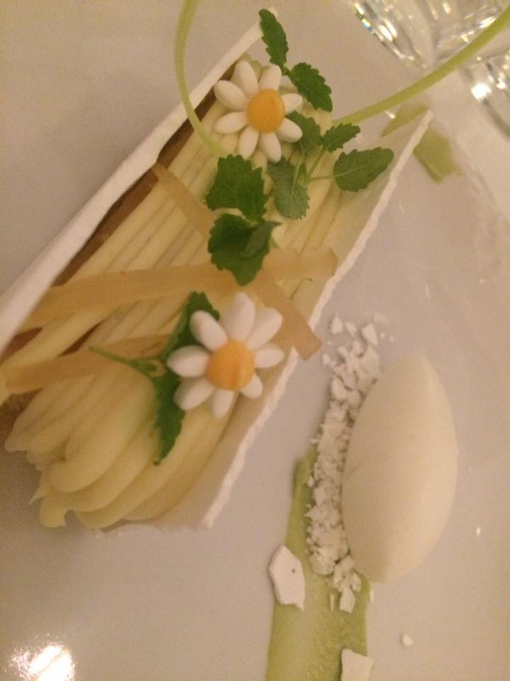 Bottura da Gennaro Esposito, cake alla mela e olio extravergine di oliva con gelato di bufala