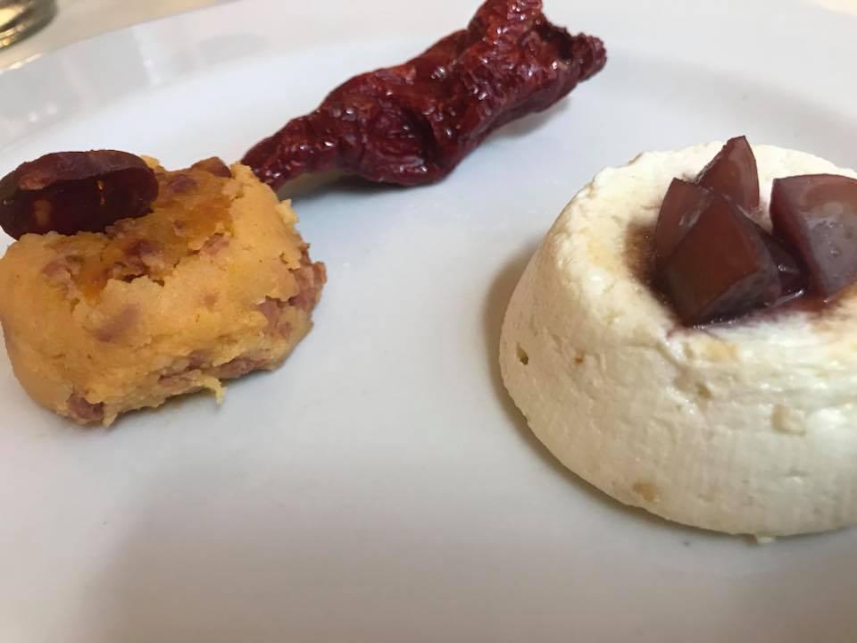 Abbondanza lucana, timballino di patatee pezzente con ricottina al forno con uva caramellata