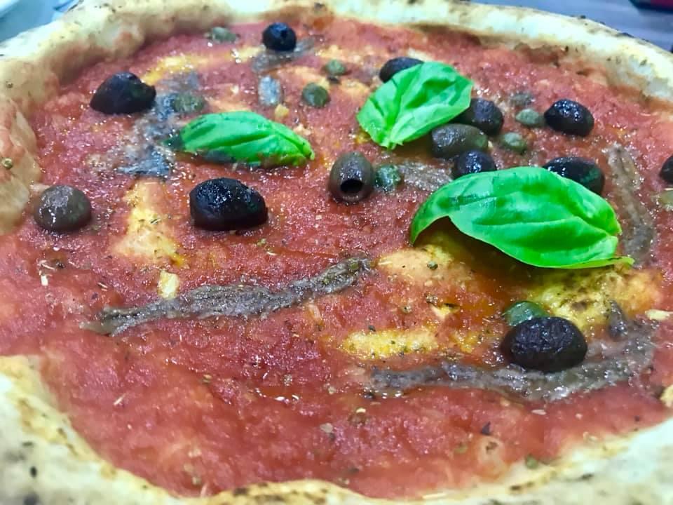 Il Monfortino- Marinara con olive, acciughe e capperi