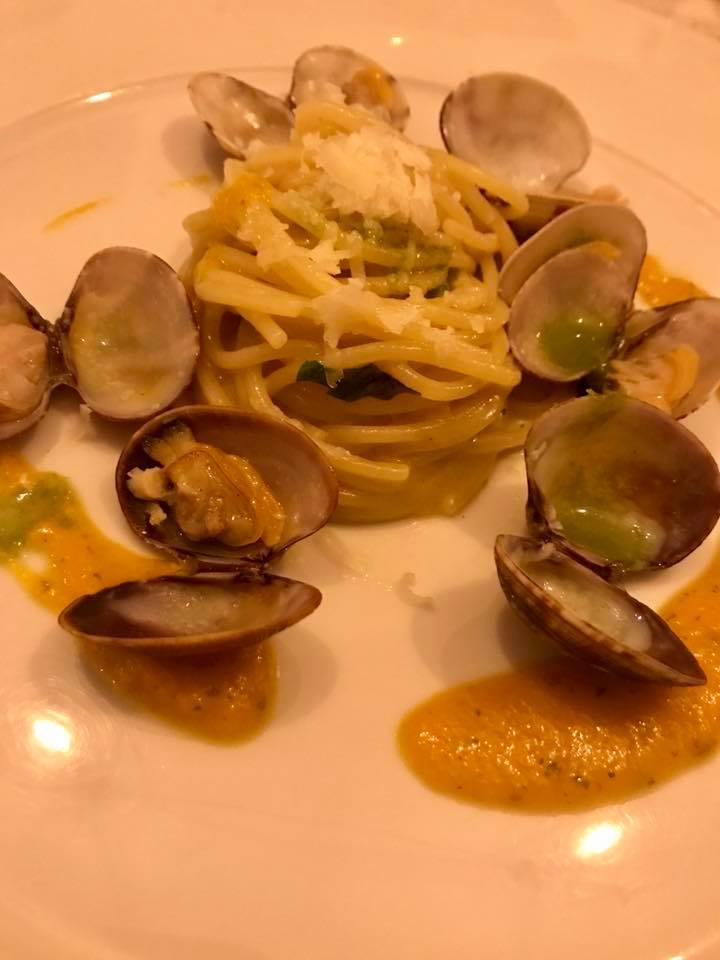 Cantina di Triunfo. Spaghetti, aglio, olio e vongole, crema di zucca e scaglie di provolone del Monaco