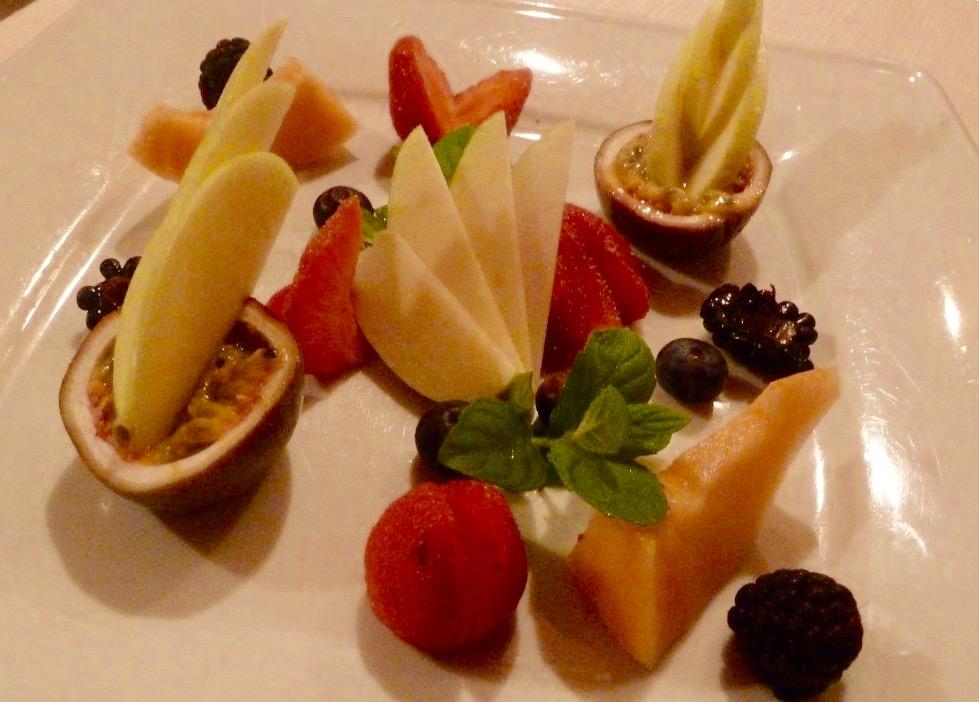 Al Vigneto, Grumello del Monte, composizione di frutta per dessert, per dessert, invece, mini baba'