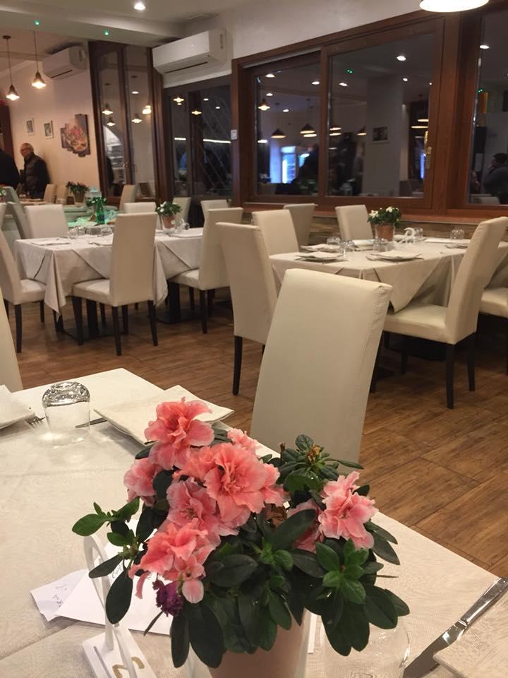 Angelo Pezzella Pizzeria con Cucina, la sala