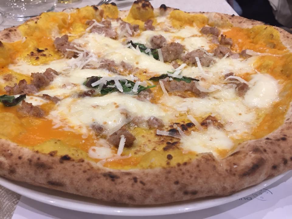 Angelo Pezzella Pizzeria con Cucina, speciale con zucca e salsiccia
