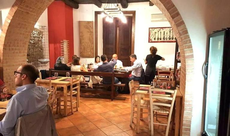 Antica Pizzeria De Rossi, una sala