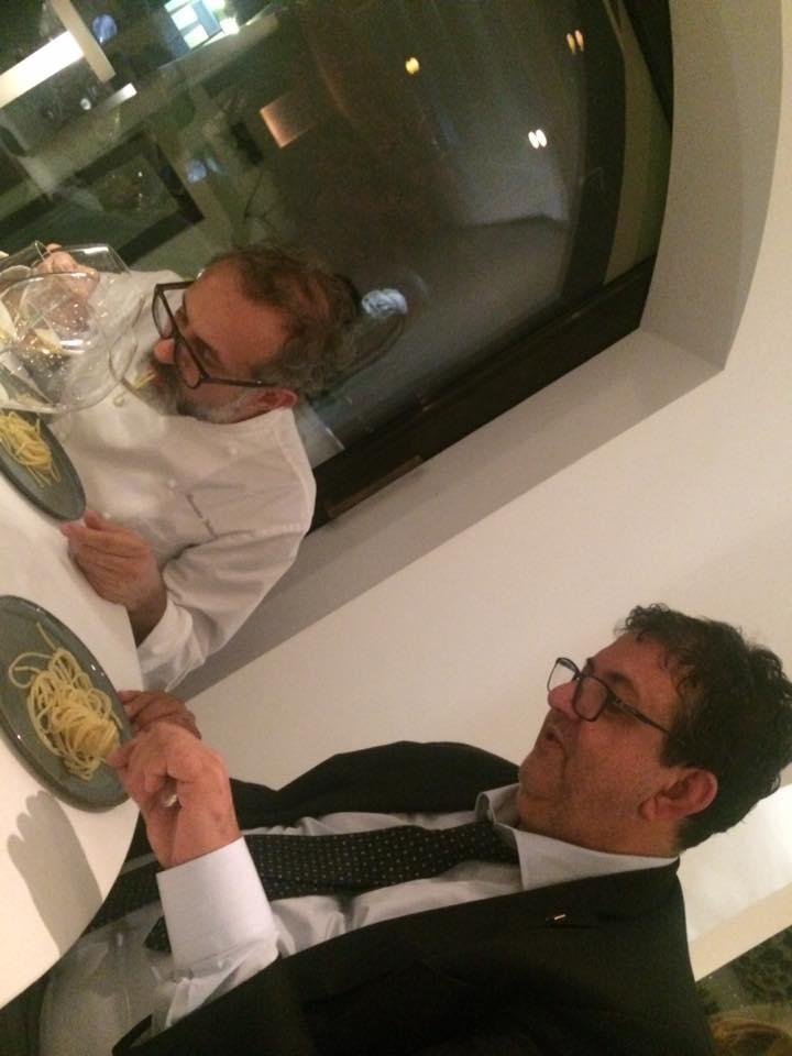 Bottura da Gennaro Esposito, gli spaghetti alla colatura di Pasquale Torrente