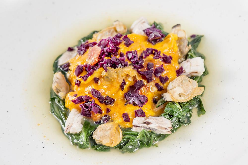 Cedroni - Frittatina alle cappole, brodo di bucce di bannocchie e cavolo viola fermentato