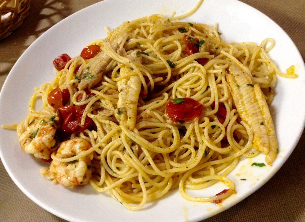 Dei Mille, Riccione, spaghetti con piccole sogliole locali, pendolini, gamberi e prezzemolo