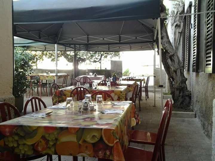 Da Basilio, Vimercate, i tavoli nel cortile