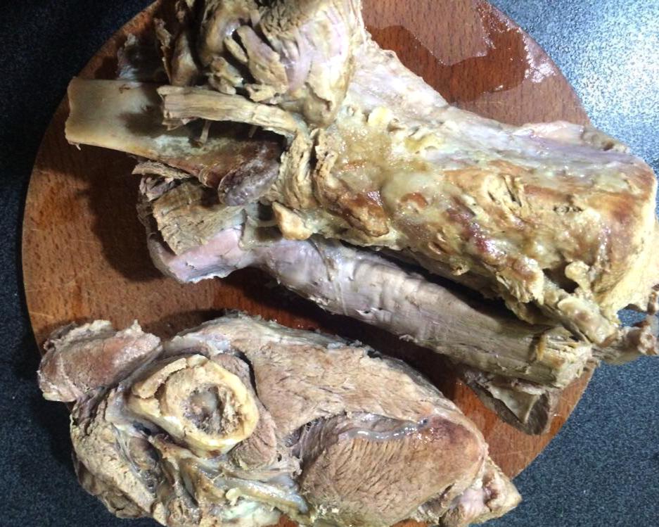 Genovese di cinghiale con cipolle rosse di Tropea, preparazione