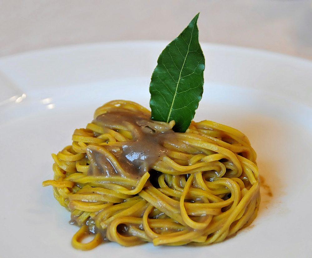 Gianni Sarzano chef, tagliolini al sugo di lepre, piatto condiviso con Roberto Mostini, autore della foto