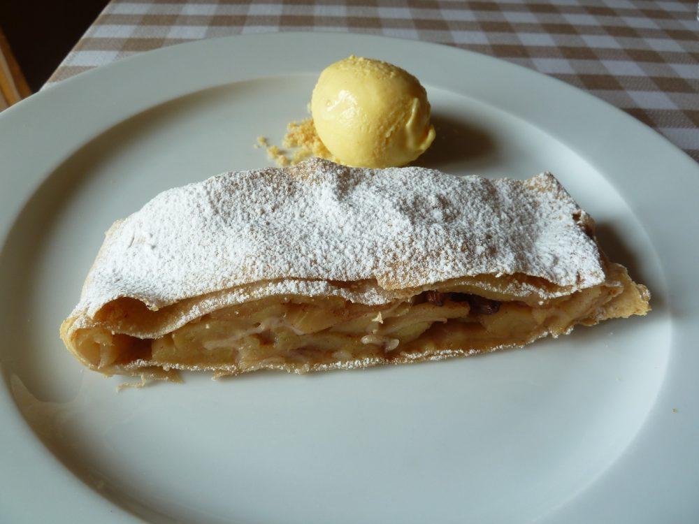 La Piazzetta Montevecchia, il mitico strudel, quello della ricetta...