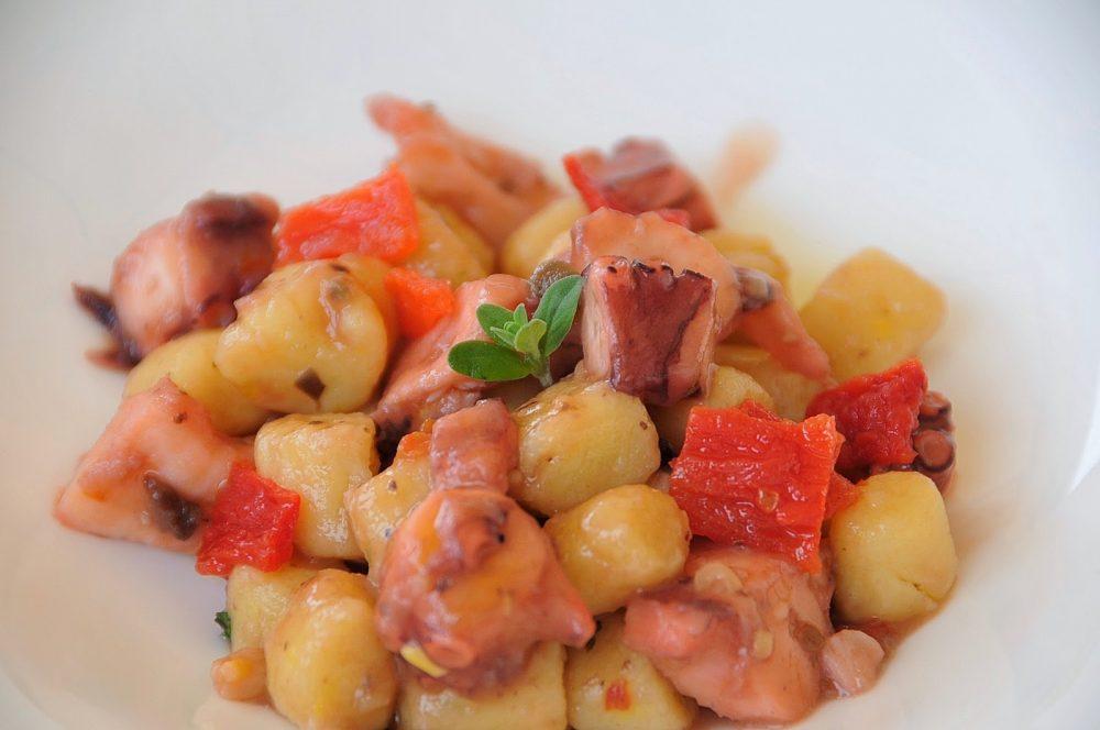 La femme, Chef Roberto Rollino, gnocchetti al ragu' di mare, piatto condiviso